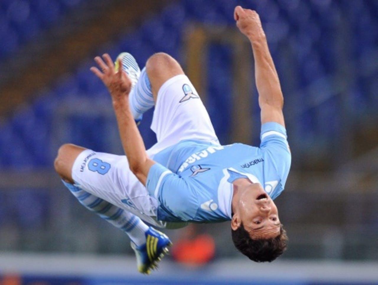 De Braziliaan Hernanes van Lazio Roma viert zijn goal tegen Udinese. EPA