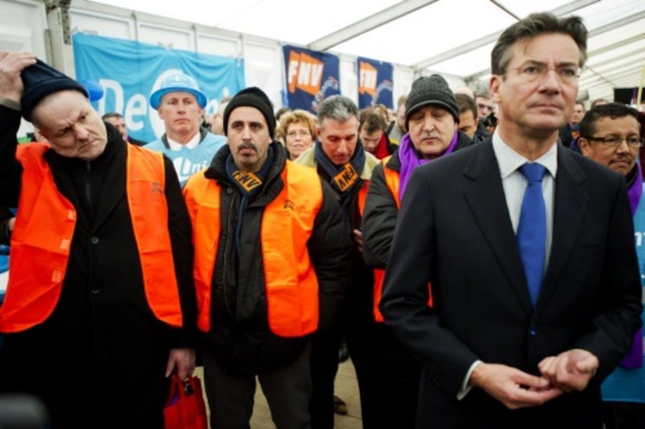 Minister Maxime Verhagen bij de manifestatie van medewerkers van NedCar op het Malieveld in Den Haag. ANP