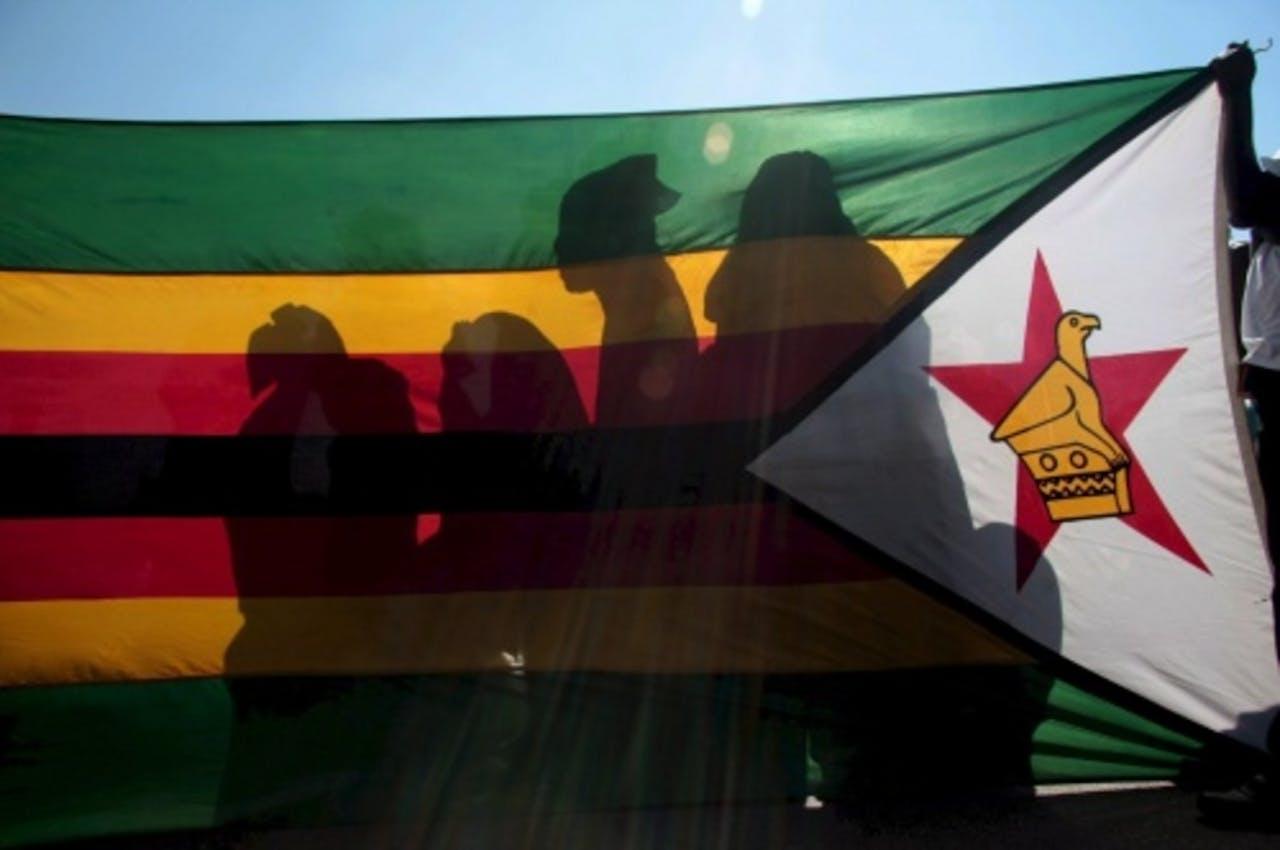 Vlag van Zimbabwe op archiefbeeld. EPA