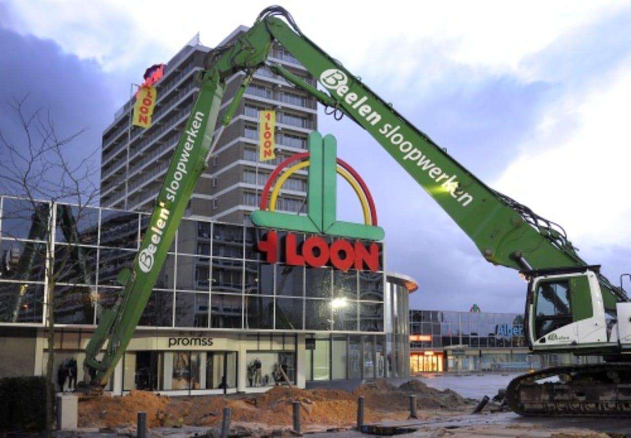 Winkelcentrum 't Loon tijdens de sloopwerkzaamheden. ANP