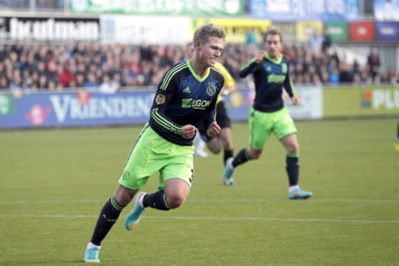 Viktor Fischer juicht nadat hij Ajax op 0-2 heeft gebracht. ANP Pro Shots