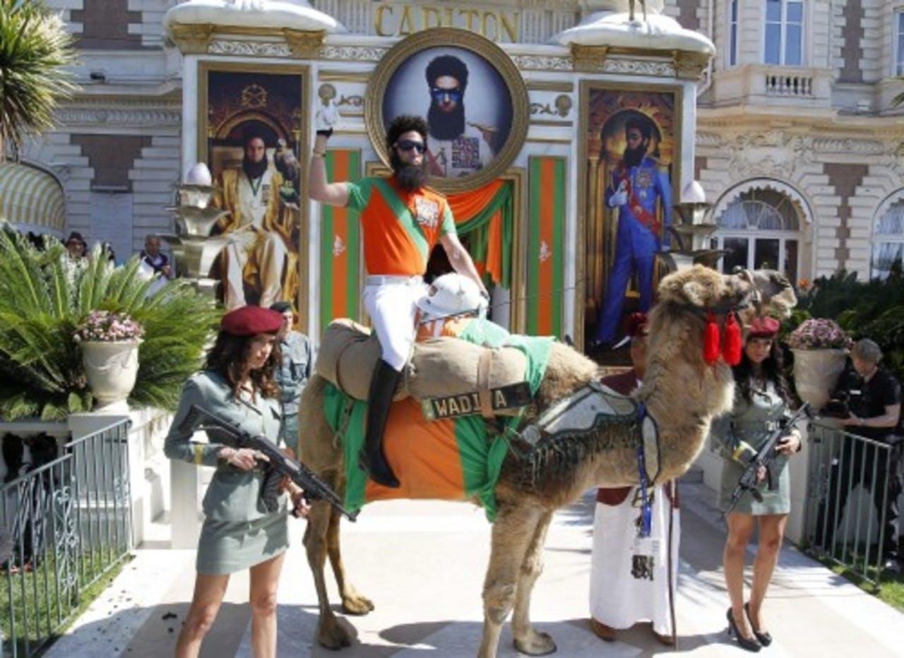 Ook Dictator-ster Sacha Baron Cohen is in Cannes om zijn film te promoten. EPA