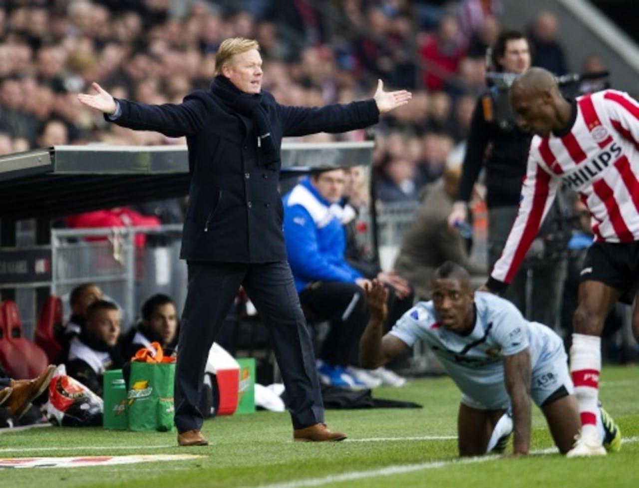 Trainer Ronald Koeman (L) van Feyenoord tijdens de wedstrijd tegen PSV. ANP