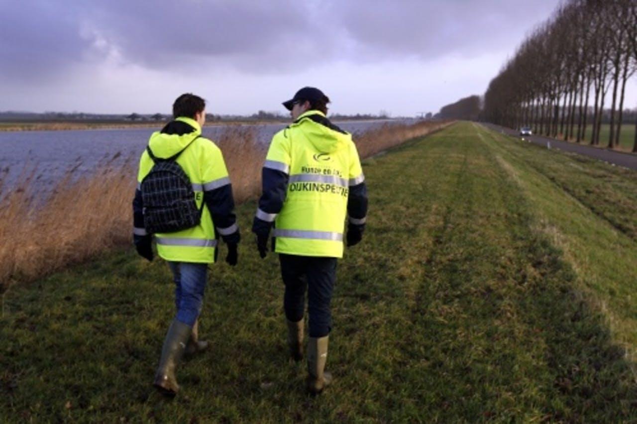 Dijkinspecteurs in Groningen. ANP