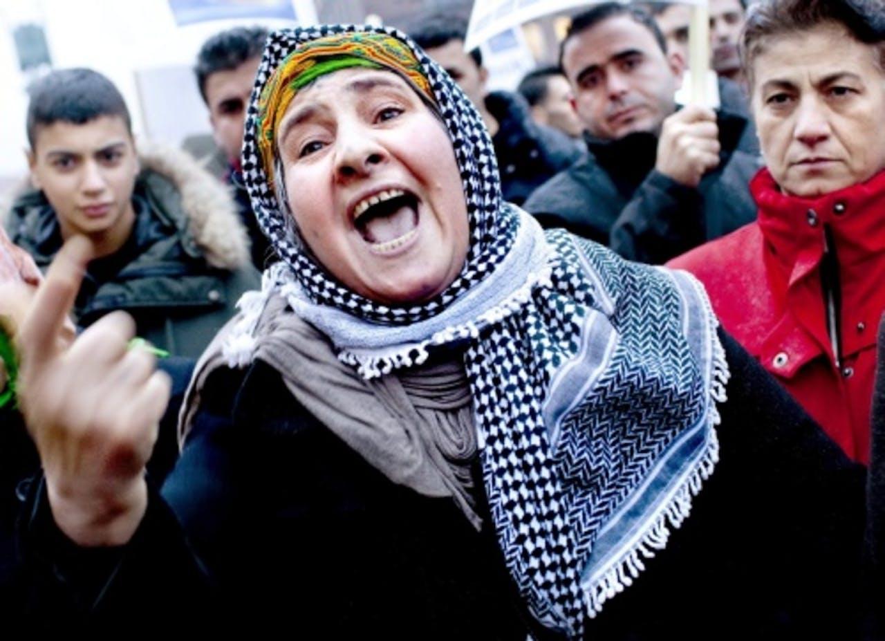 Deense Koerden protesteren in oktober van vorig jaar tegen het in beslag nemen van fondsen van Roj TV. EPA