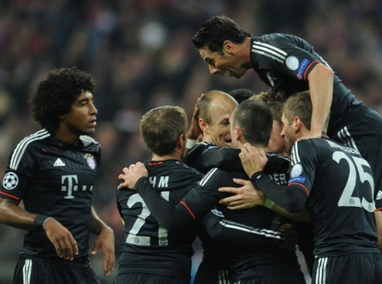De spelers van Bayern München vieren de 3-0 van Arjen Robben. EPA