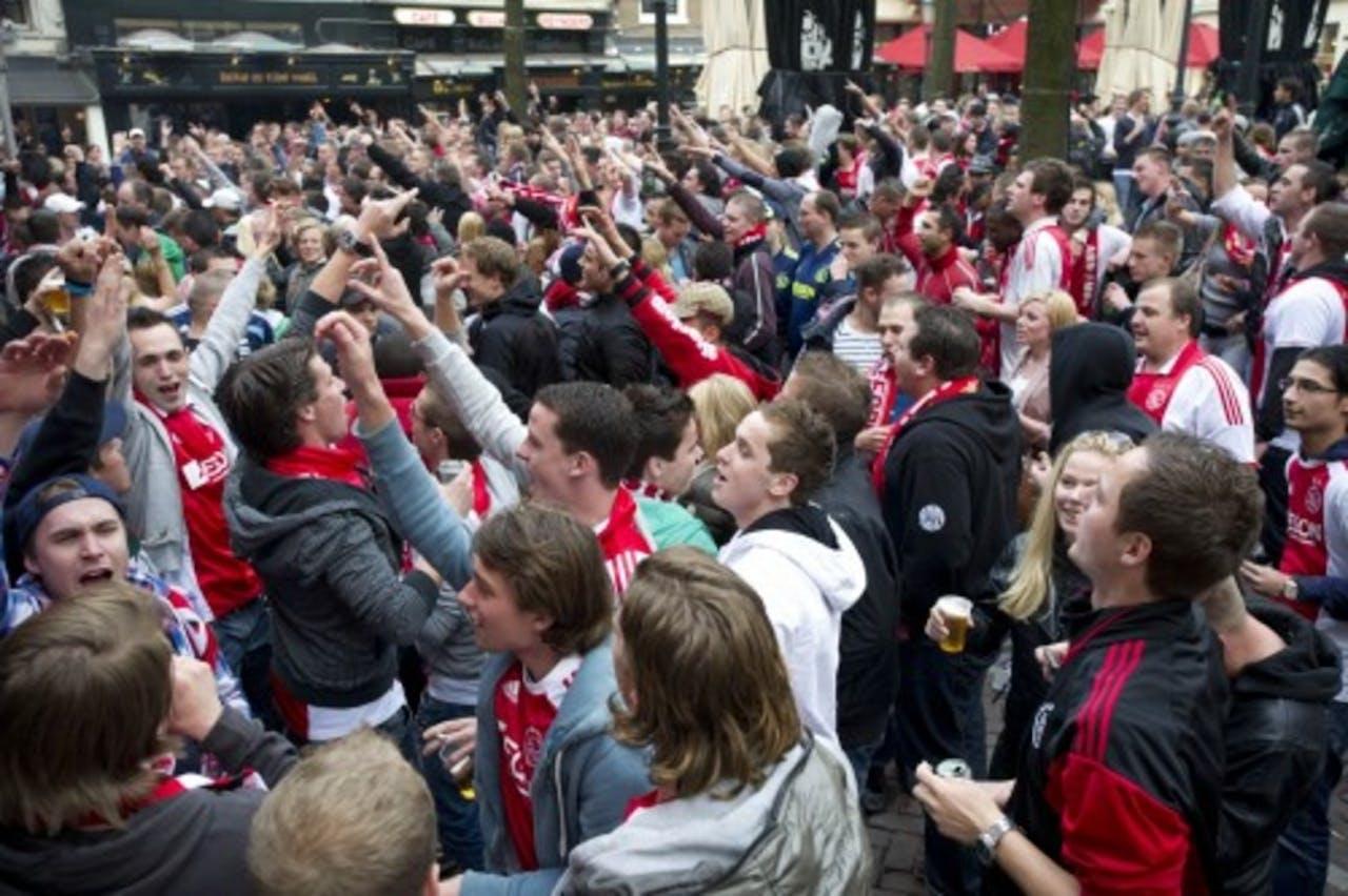 Ajax-fans vieren het kampioenschap op het Leidseplein. ANP