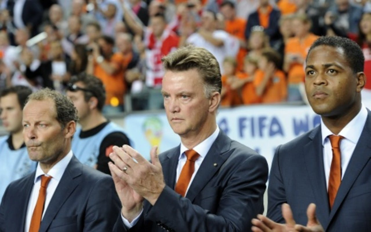 Bondscoach Louis van Gaal (M) en zijn assistenten Danny Blind (L) en Patrick Kluivert (R) van Oranje. ANP