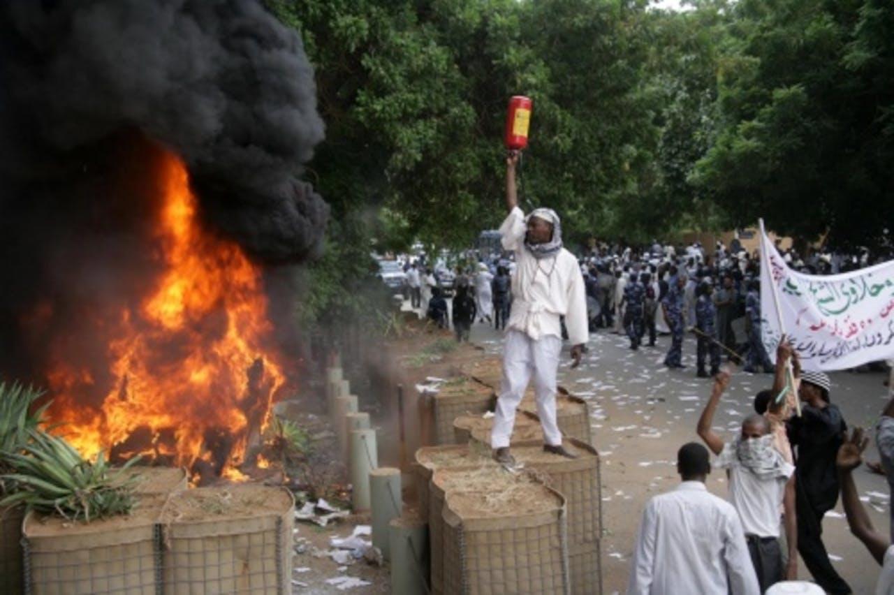 Vorige week moest de Duitse ambassade het ontgelden in Sudan. EPA