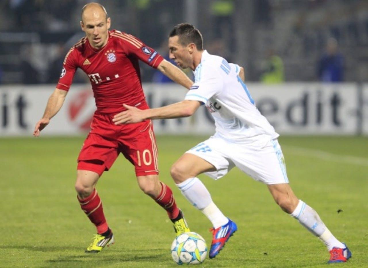 Arjen Robben (L) in duel met Morgan Amalfitano. EPA