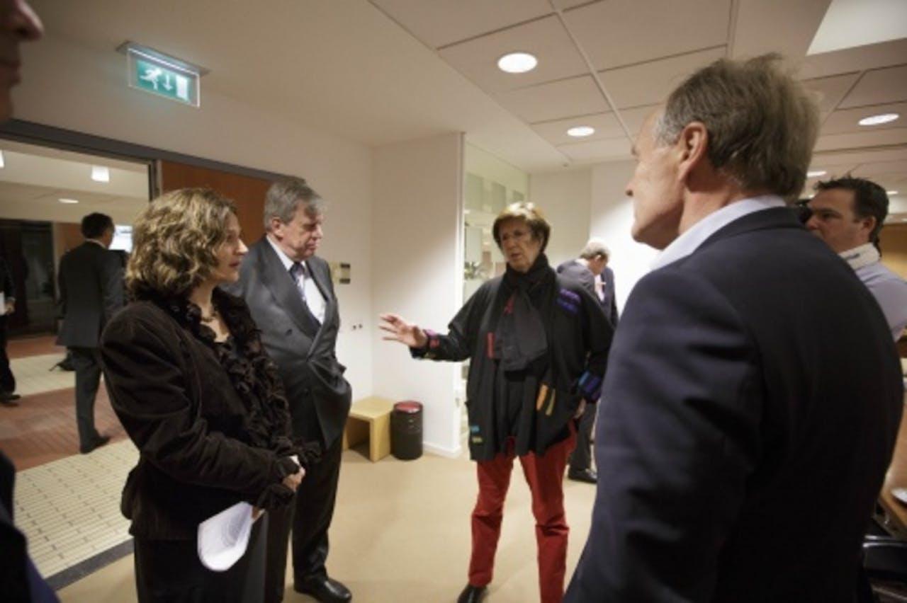 (VLNR) Minister Schippers, minister Opstelten, burgemeester van Almere Jorritsma en voorzitter KNVB amateurvoetbal Fransen. ANP