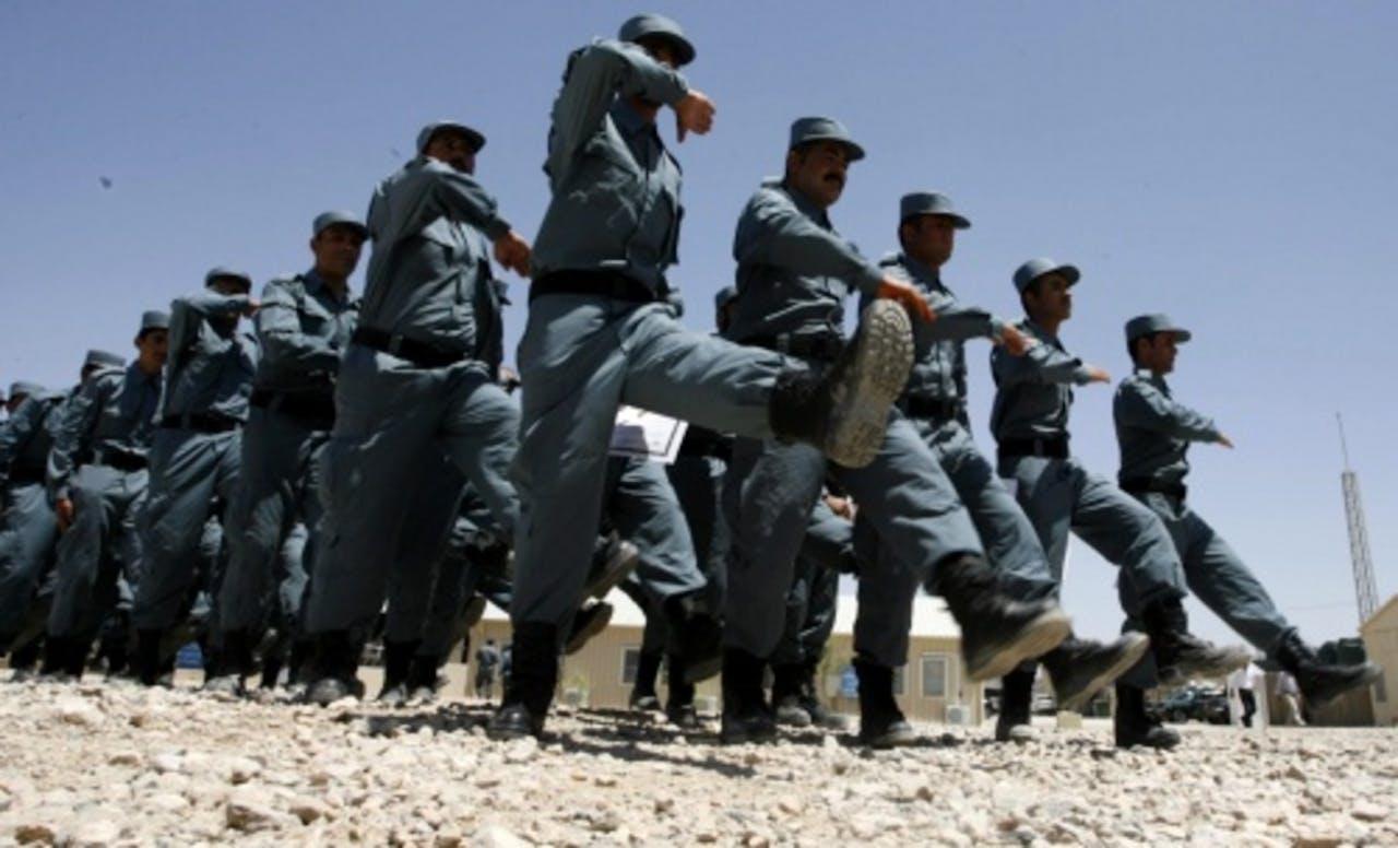 Marcherende Afghaanse politiemannen. EPA