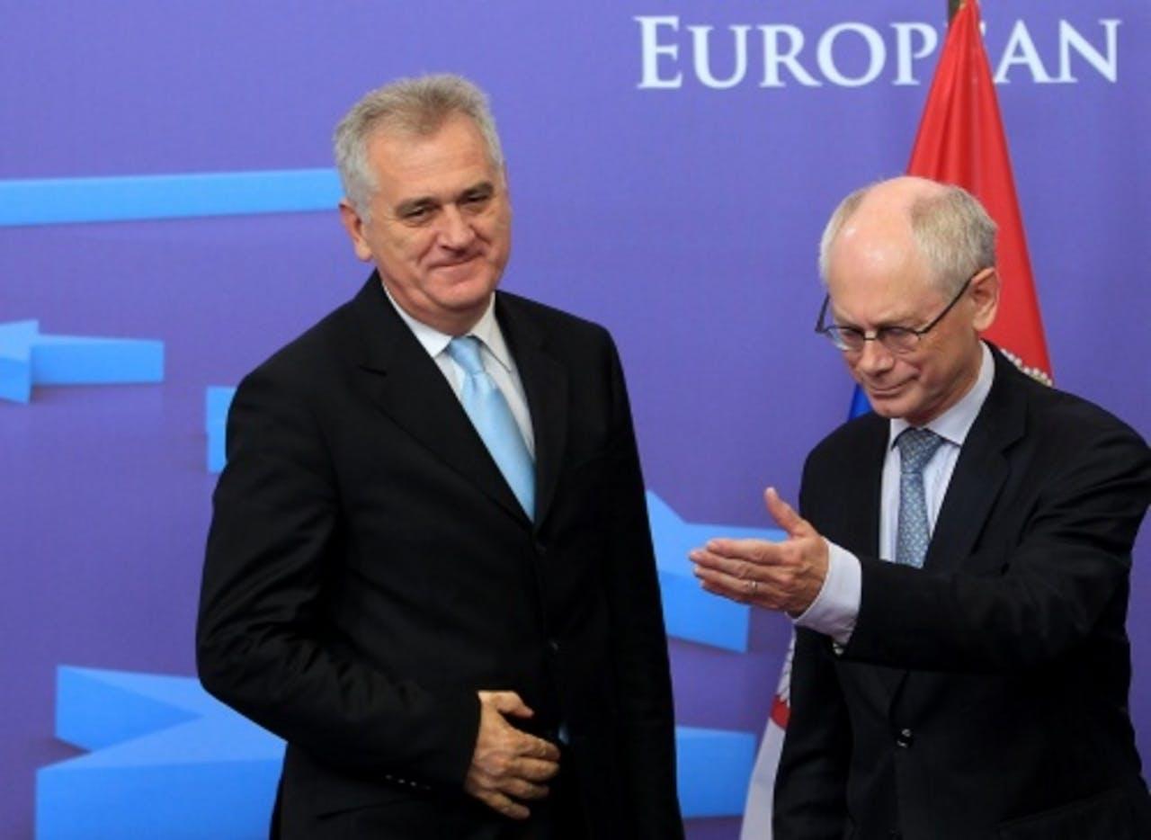 Tomislav Nikolic (L) met Herman Van Rompuy (R) in Brussel in juni. EPA
