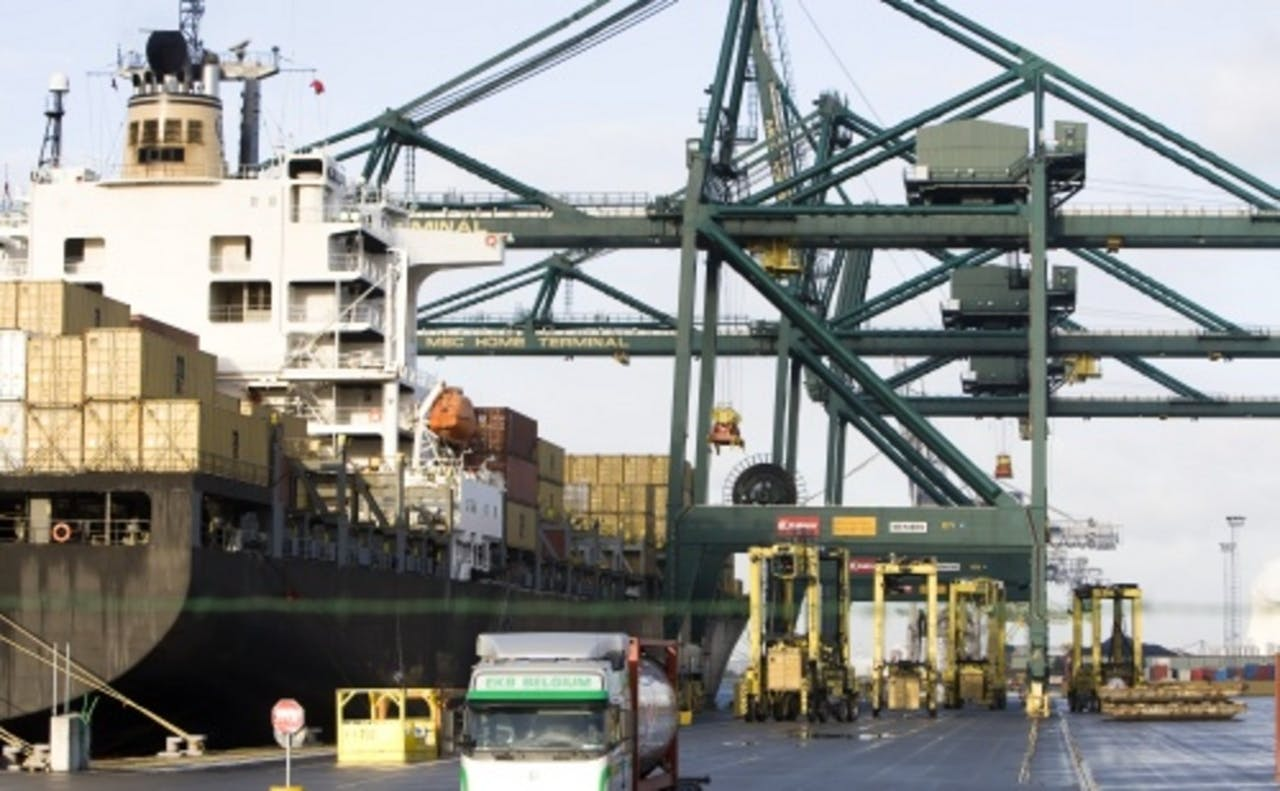 Containeroverslag in de Antwerpse haven. ANP