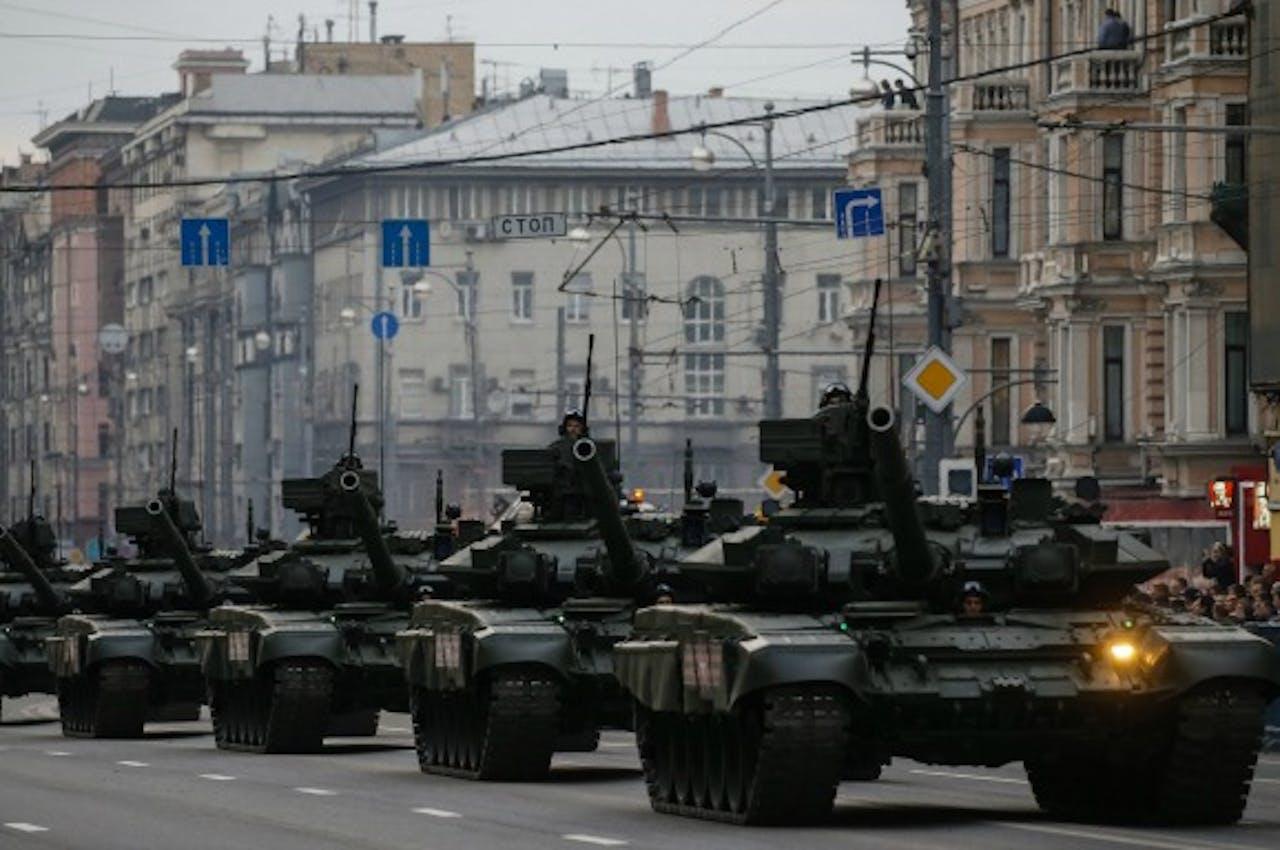 Russische tanks rijden door Moskou ter voorbereiding op een nationale feestdag. Foto ANP