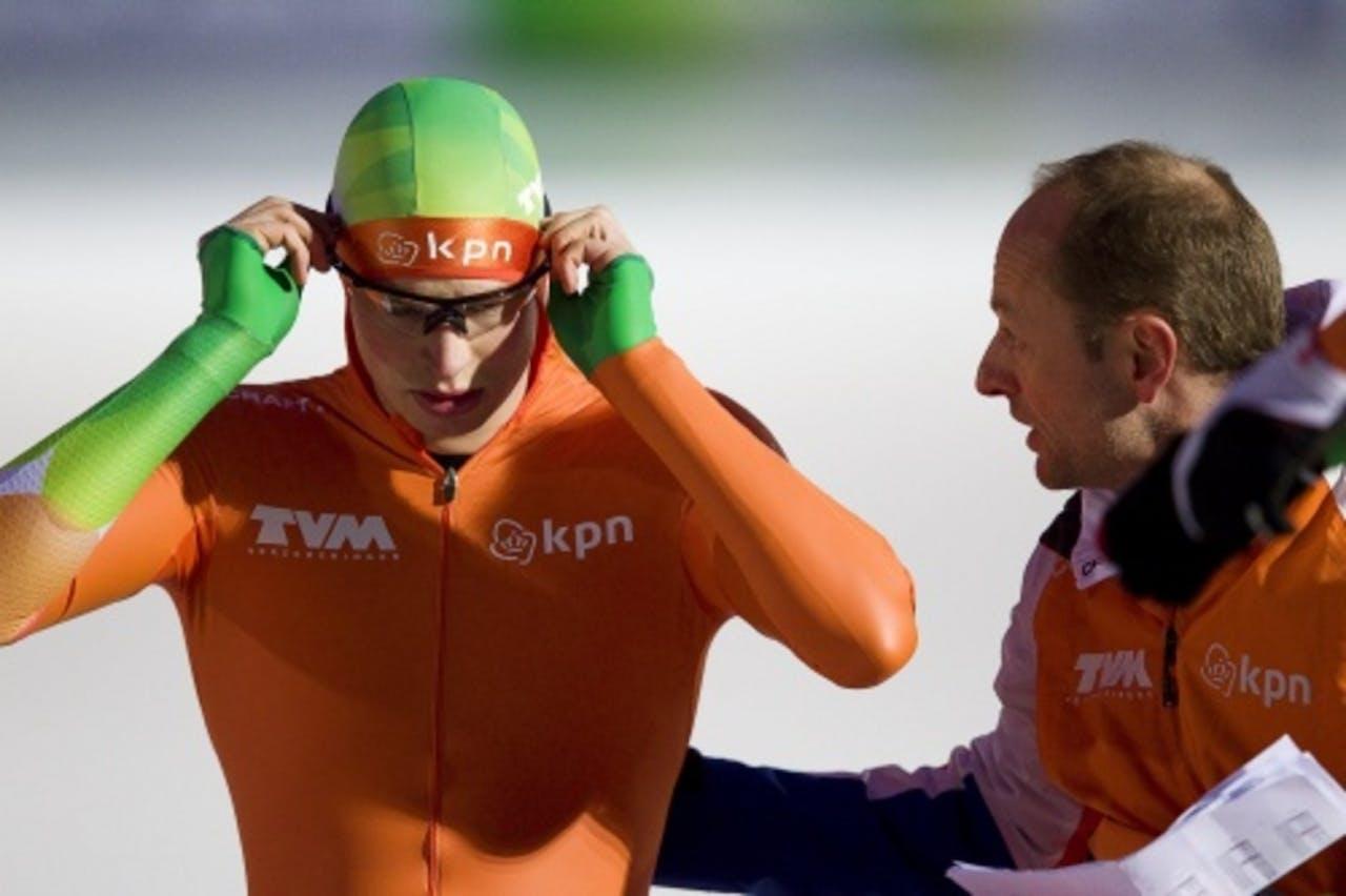Sven Kramer (L) en coach Gerard Kemkers (R). ANP