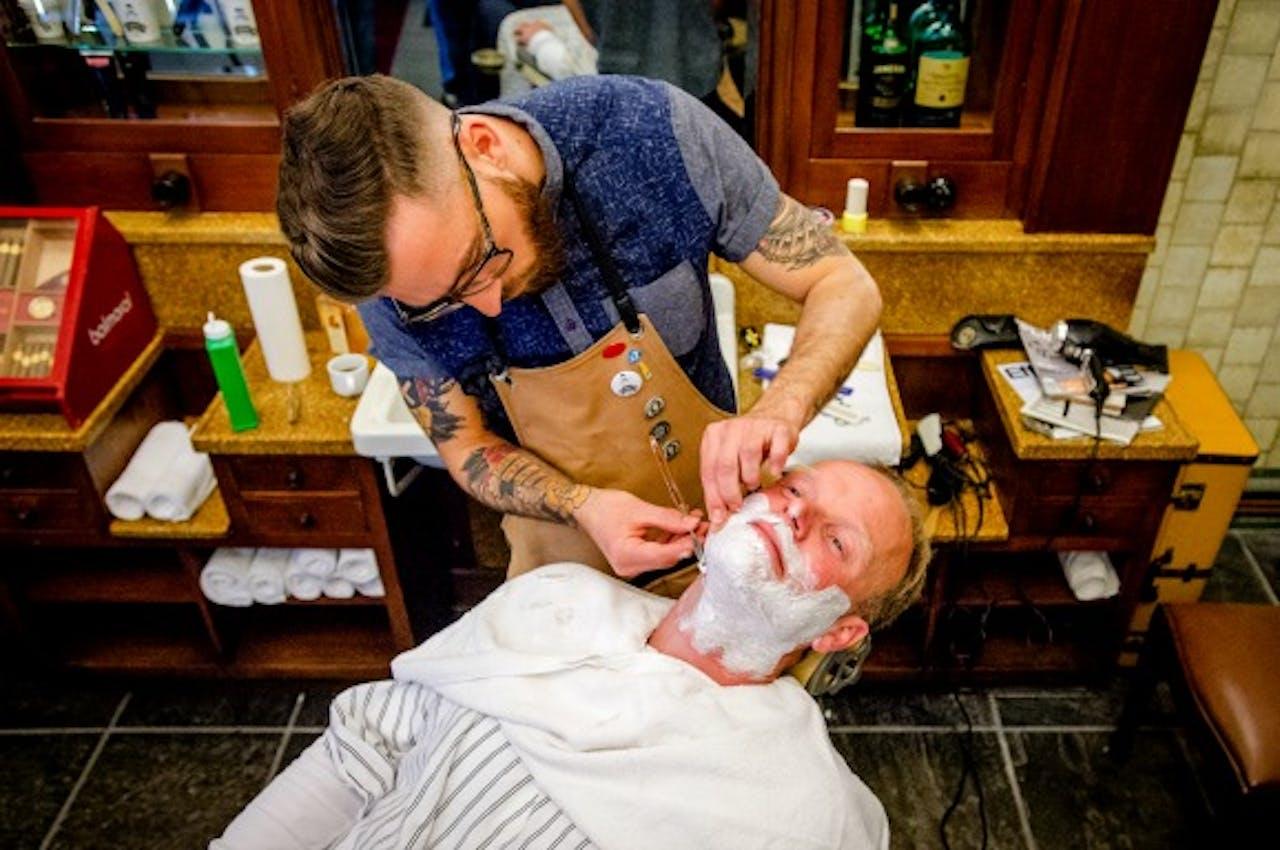 Value8-topman Peter Paul de Vries in de barbiersstoel. Foto ANP