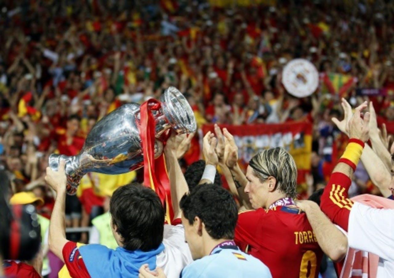 De spelers van Spanje vieren het winnen van Euro 2012. EPA