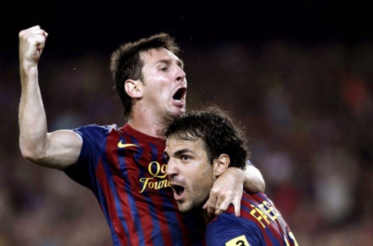 Lionel Messi (L) viert zijn goal in de Spaanse Super Cup van vorig jaar met ploeggenoot Cesc Fabregas. EPA