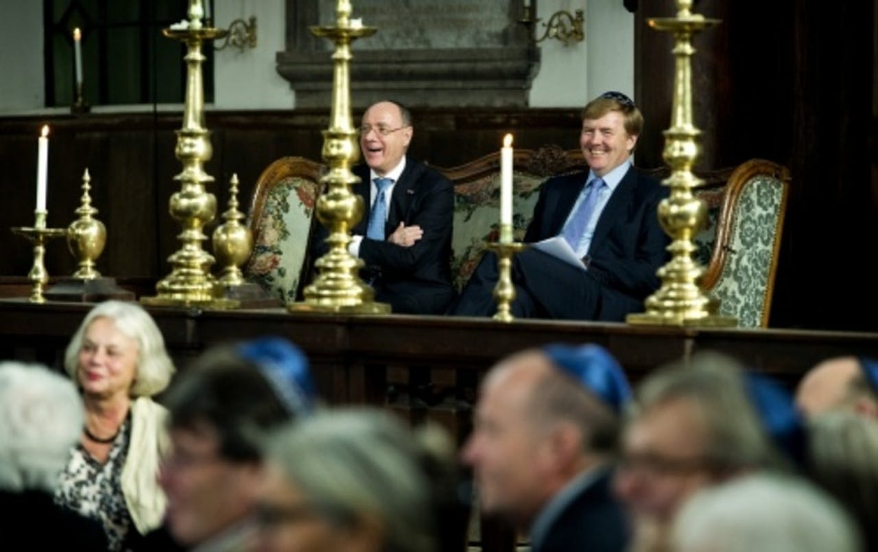 Prins Willem-Alexander (R) bij de viering van het 80-jarig bestaan van het Joods Historisch Museum. ANP