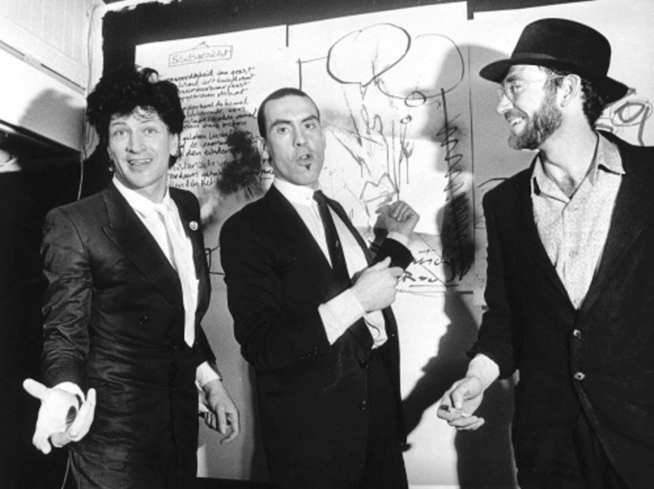 Herman Brood (l), Jules Deelder (m) en Hans Frisch in 1984. ANP