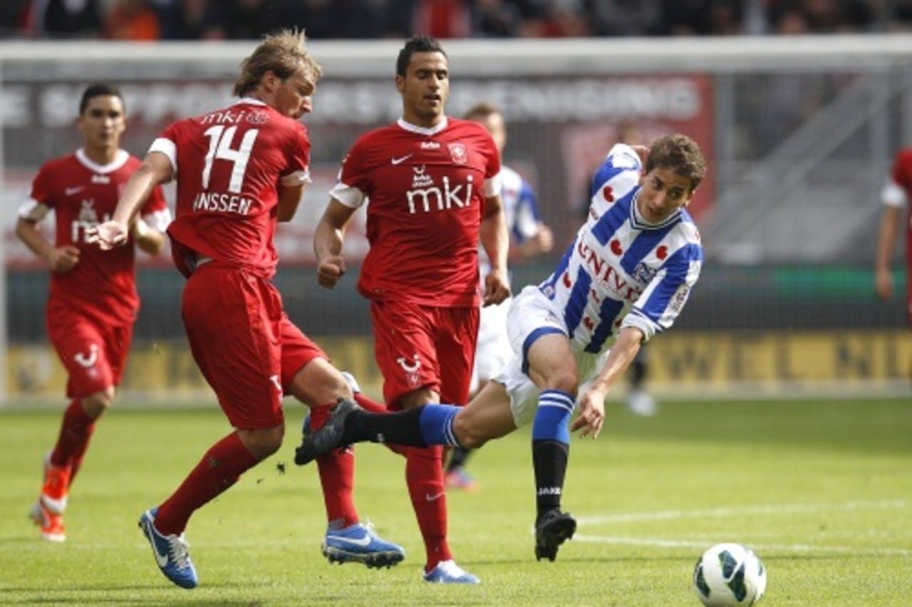 Willem Janssen (L) induel met met sc Heerenveen speler Filip Djuricic. ANP