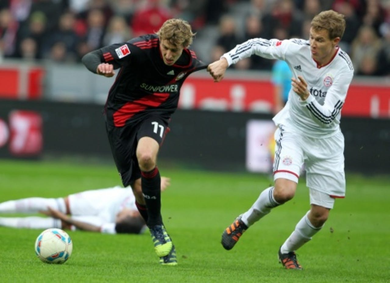 Holger Badstuber (R) van Bayern München in duel met Stefan Kiessling (L) van Leverkusen. EPA