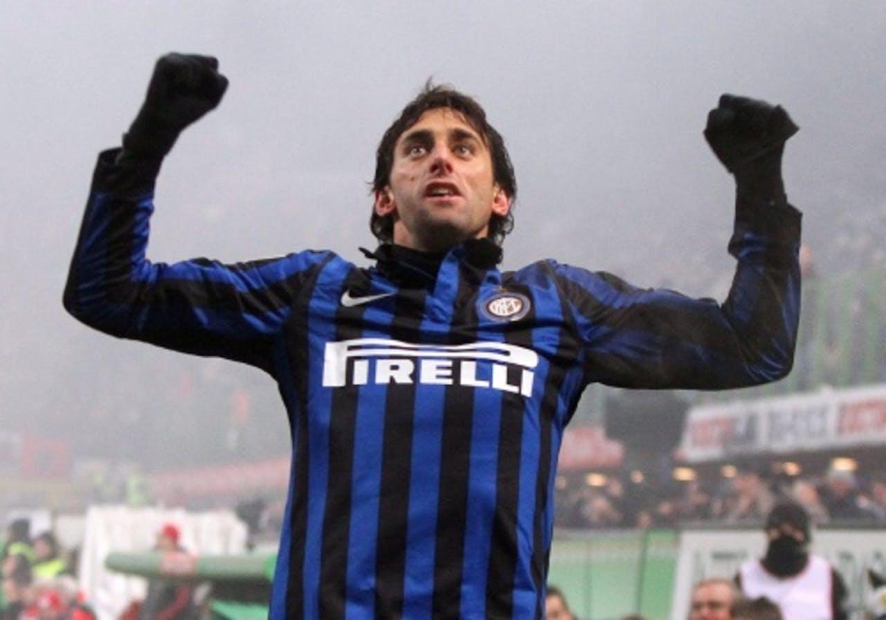 Diego Milito van Inter juicht na het maken van de 1-0. EPA