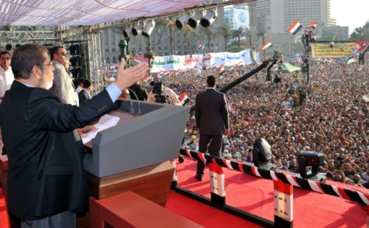Mohammed Mursi sprak vrijdag op het Tahrir-plein. EPA