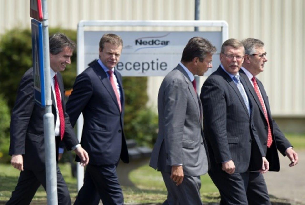 Minister Maxime Verhagen bezocht dinsdag autoproducent NedCar. ANP