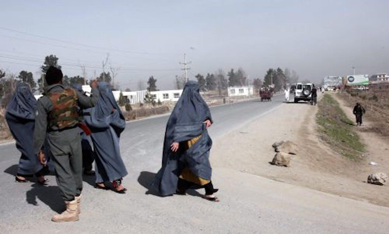 Vrouwen op straat in Kunduz. EPA