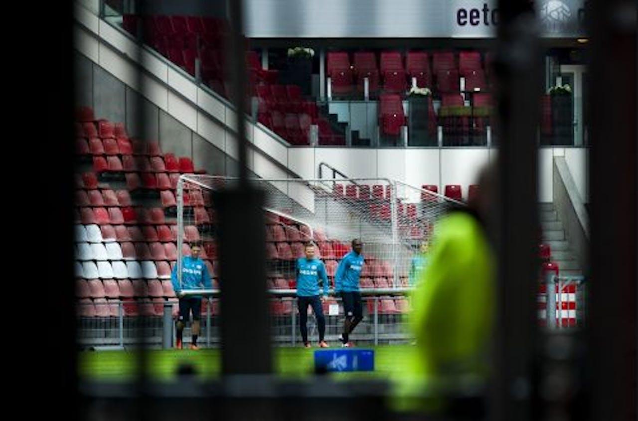 Marcus Berg, Balazs Dzsudzsak en Atiba Hutchinson vrijdag tijdens de besloten training van PSV voor het duel tegen FC Twente. ANP