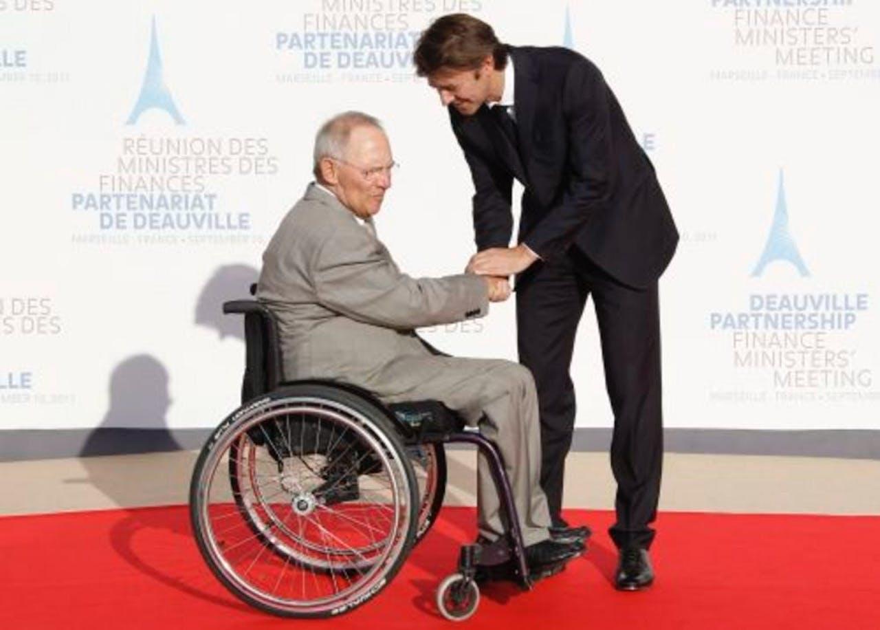 De Duitse minister van Financiën Wolfgang Schäuble (L) en zijn Franse collega Francois Baroin. EPA