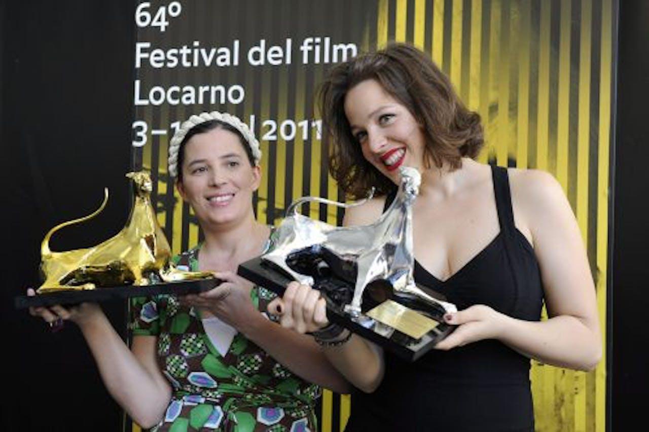 Regisseuse Milagros Mumenthaler (L) en hoofdrolspeelster María Canale op het filmfestival van Locarno. EPA