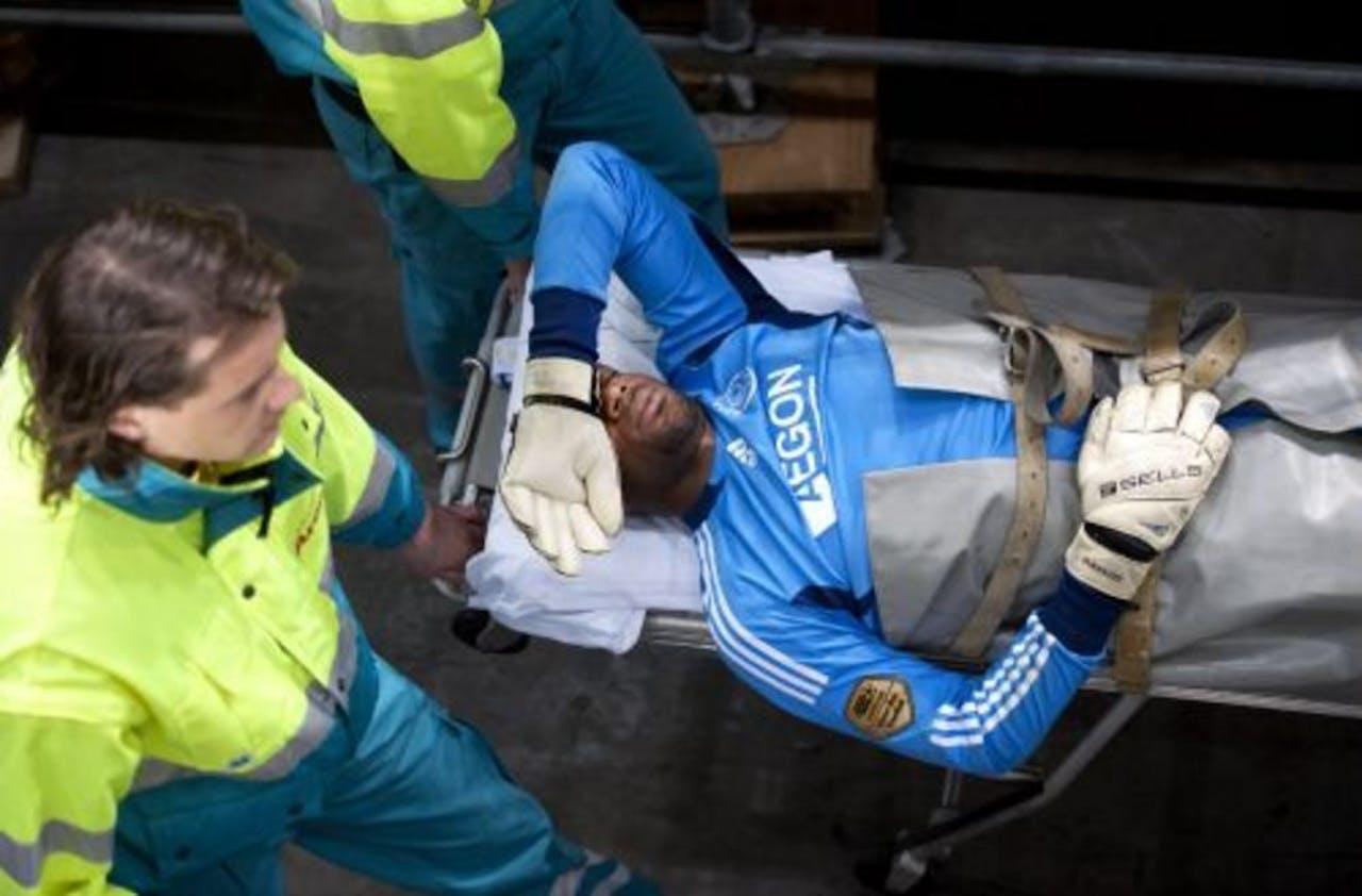 Vermeer viel tijdens het duel tegen AZ uit na een botsing met Wernbloom. ANP
