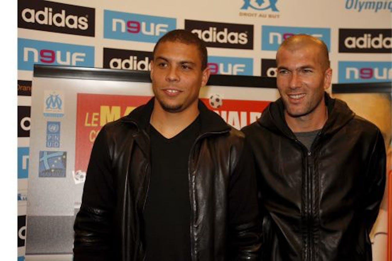 Ronaldo (L) en Zidane in 2007. EPA