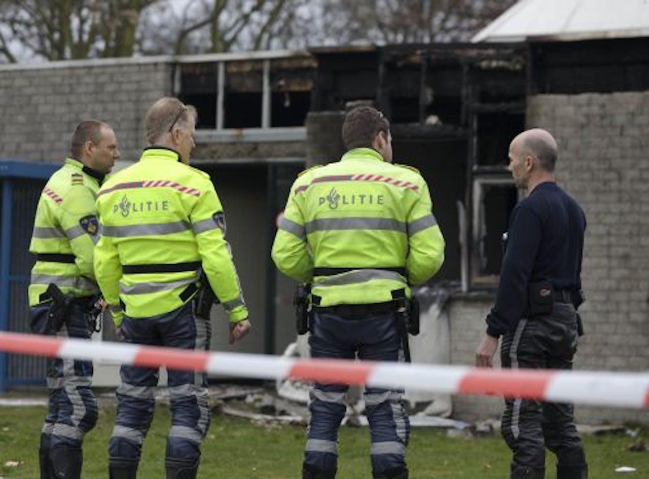 Politieagenten staan bij de psychiatrische instelling in Oegstgeest. ANP
