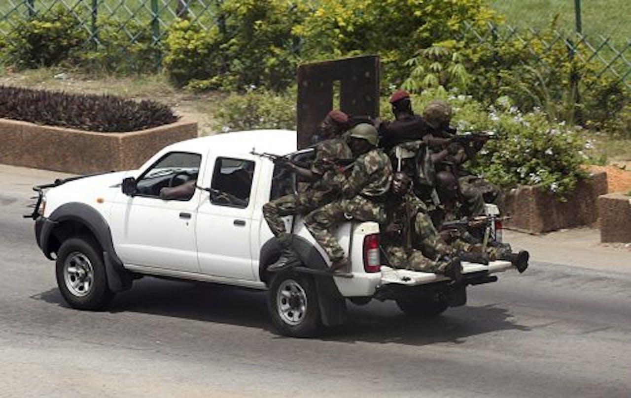 Soldaten die trouw zijn aan Gbagbo eerder deze week in Abidjan. EPA