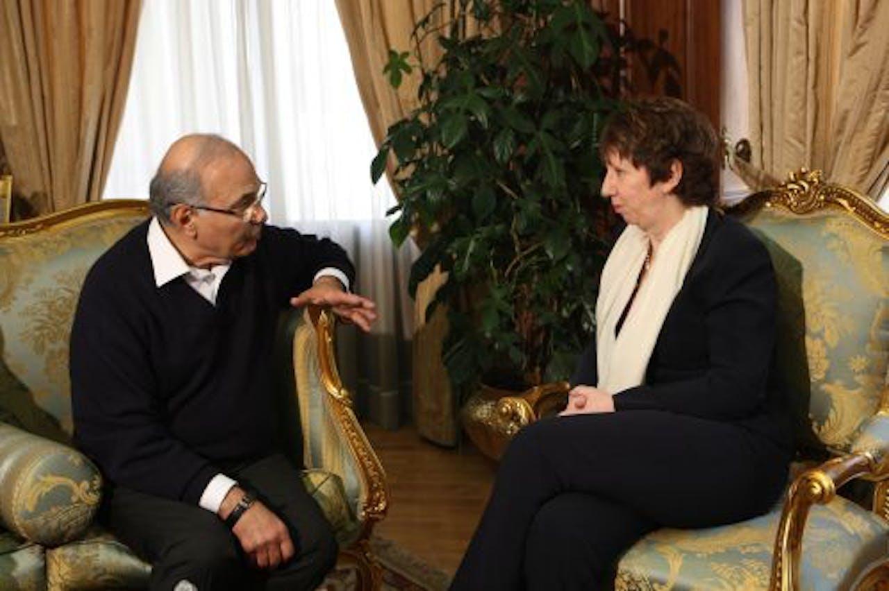 Ahmed Shafiq in gesprek met EU-buitenlandchef Catherine Ashton. EPA