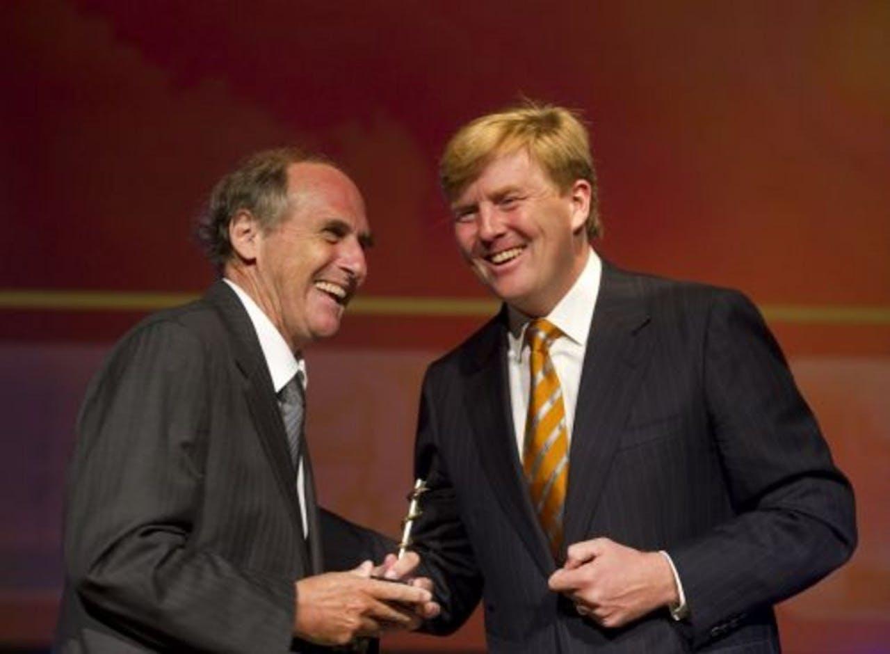 Ralph Steinman, een van de winnaars van de Nobelprijs voor Geneeskunde, met Prins Willem-Alexander. EPA
