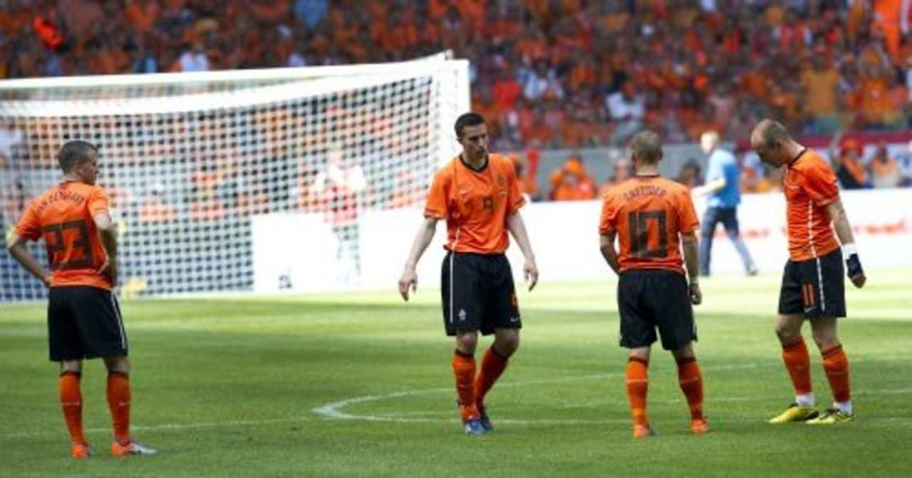 De grote vier voor het begin van de tweede helft van het oefenduel tegen Hongarije in 2010 in Amsterdam. ANP