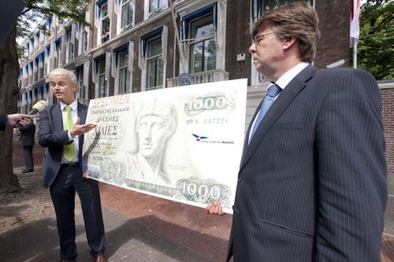 PVV'ers Geert Wilders en Teun van Dijck wilden de Drachme eerder al symbolisch teruggeven aan de Grieken. ANP