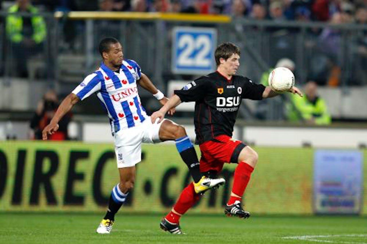 Calvin Jong-A-Pin (L) van sc Heerenveen in duel met Tim Vincken (R) van Excelsior. ANP PRO SHOTS