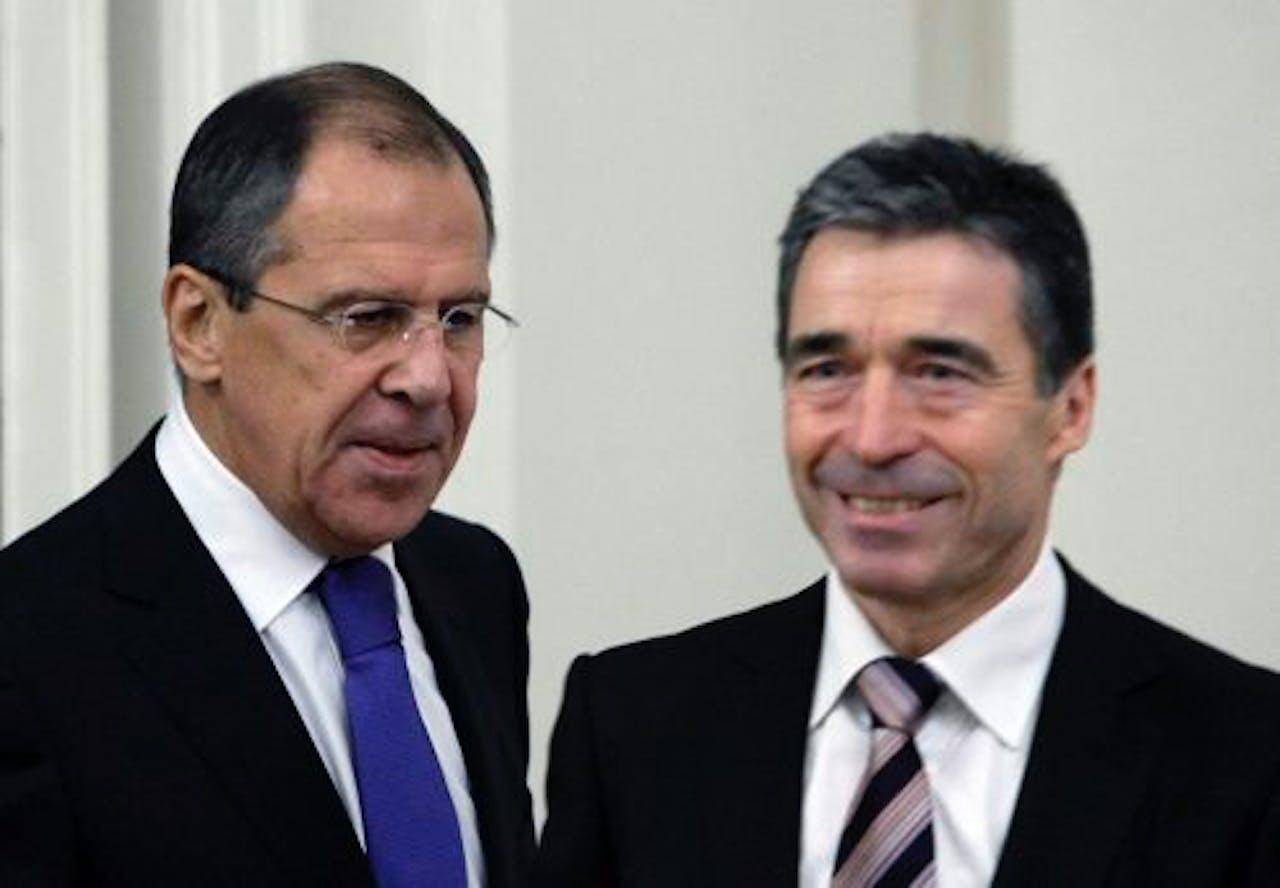 Sergei Lavrov (l) en Anders Fogh Rasmussen. EPA