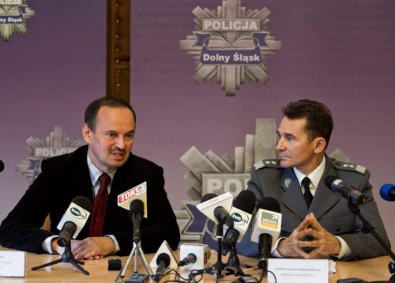 De Poolse politie geeft een persconferentie over de twee Polen die verdacht worden van een reeks aanslagen op Ikea. EPA