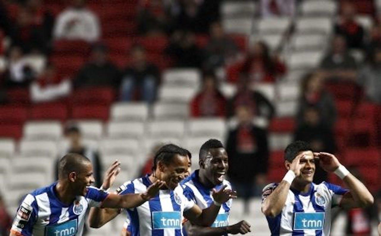 FC Porto-spelers vieren een doelpunt tegen Benfica. EPA