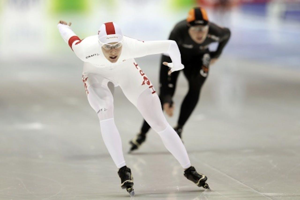 Marrit Leenstra (L) tegen Diane Valkenburg tijdens de kwalificatie op de 3000 meter in Heerenveen. ANP
