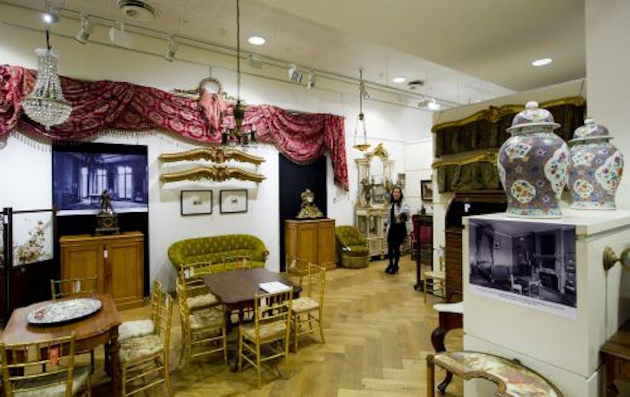 Meubelstukken uit de nalatenschap van koningin Juliana staan tentoongesteld in Sotheby's in Amsterdam. ANP