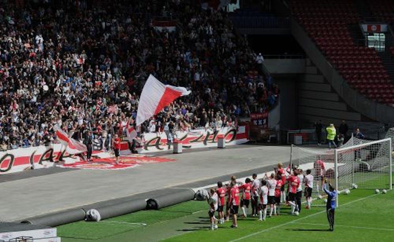 Ajax-spelers bedanken zaterdag het publiek. ANP
