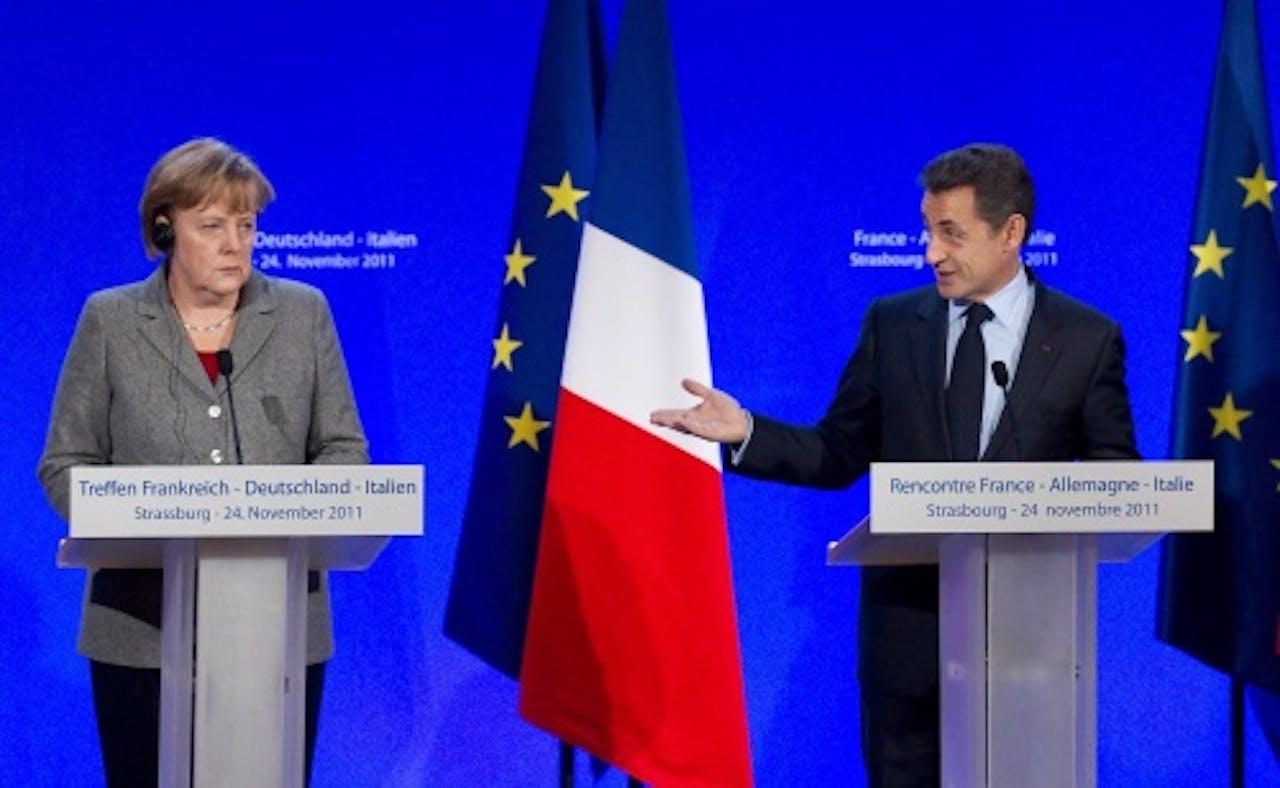 De Franse president Nicolas Sarkozy (R) en de Duitse bondskanselier Angela Merkel (L) tijdens een politieke bijeenkomst in Straatsburg vorige week. EPA